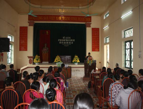 Buổi bế giảng lớp đào tạo nghề tại xã Yên Mỹ - Ý Yên.