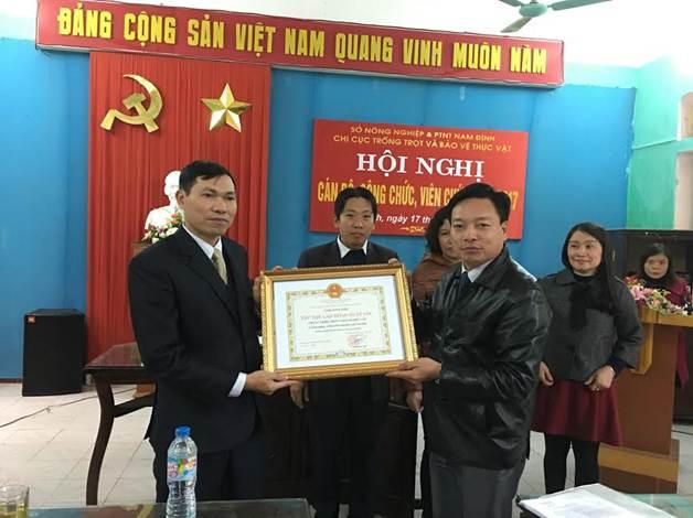 """Đ/c Đỗ Hải Điền trao tặng Danh hiệu """" Tập thể lao động xuất sắc"""" cho đơn vị"""